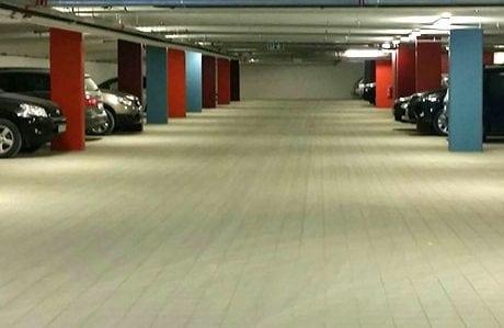 parkeringshus med belegningsstein