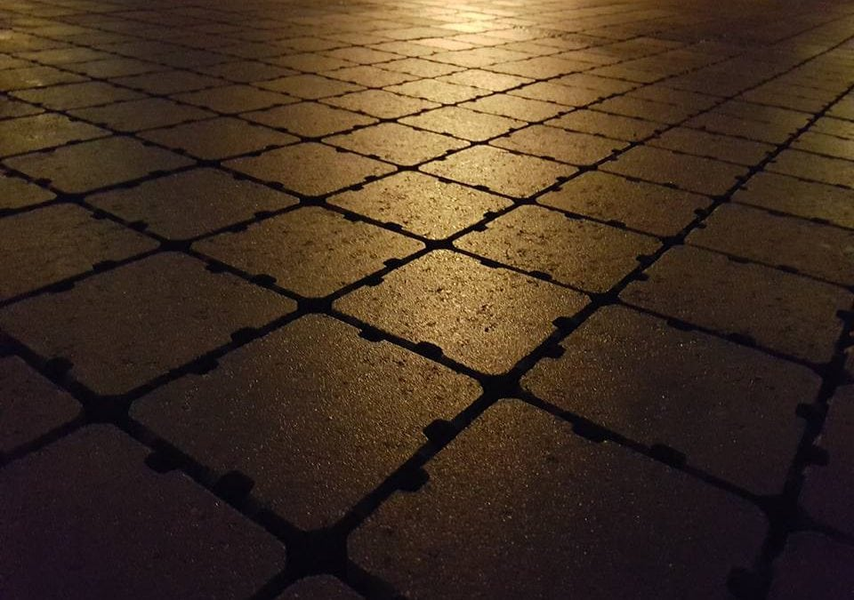 Permeable dekker by night!